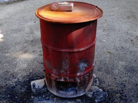 inceneritore: Incinerator of rusty drums