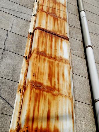 water pipe: Tapa del tubo de agua degradada Foto de archivo