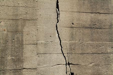 cracked wall: Cracked wall