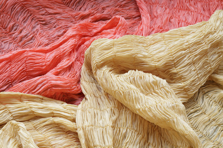 foulards: Dyeing scarves