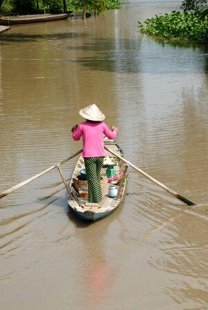 manipulate: Women who manipulate the boat