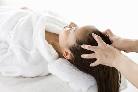 oriental bathrobe: Scalp massage