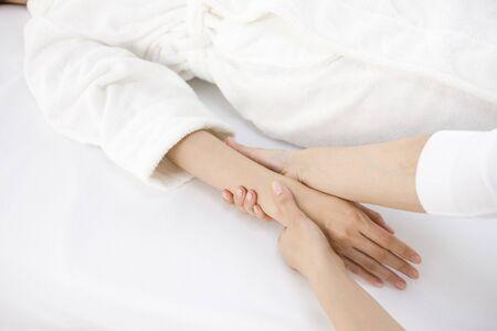 hand massage: Hand massage