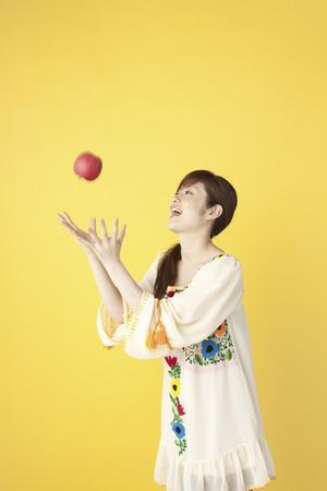 atrapar: Mujer de atrapar la manzana