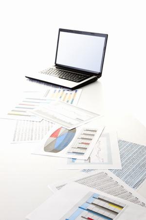 차트가있는 노트북 스톡 콘텐츠