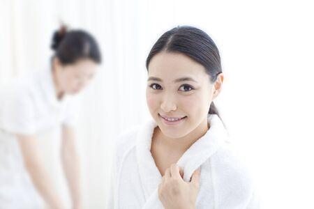 house robe: Women wait for esthetic treatment