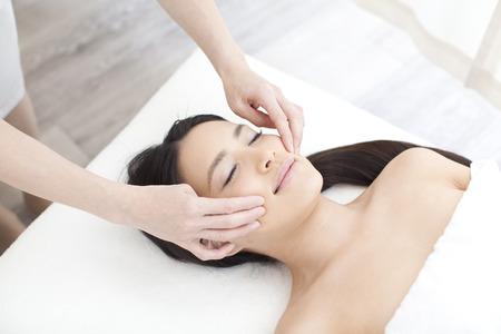 tratamientos faciales: Masaje facial