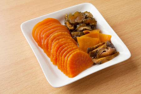 pickles: pepinillos en vinagre miso