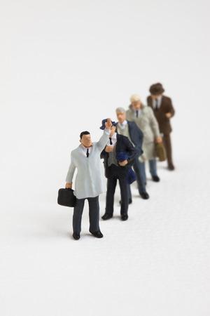b�roangestellte: Miniatur-B�roangestellter in der Schlange Lizenzfreie Bilder