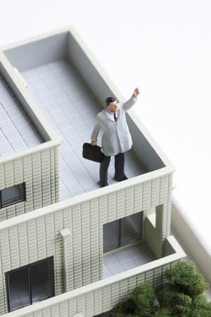 guts: Miniature businessmen to Guts pose