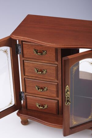 tool cabinet: Put the accessories