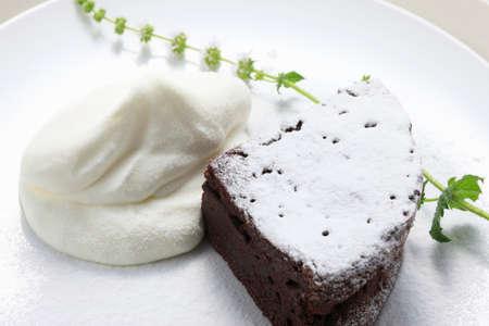 gateau chocolat: G�teau au chocolat avec la cr�me