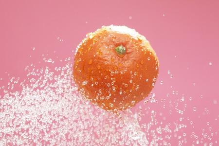 bounce: Mandarin orange to bounce to water
