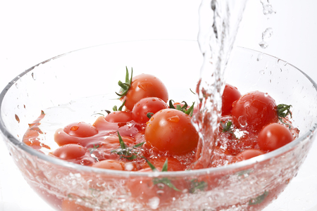 pour water: Cherry tomatoes to pour water