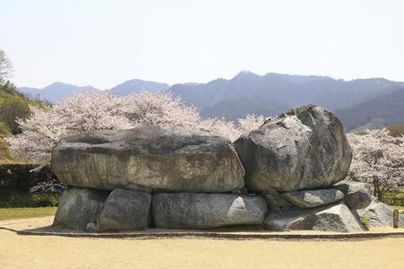 tumulus: Stone stage