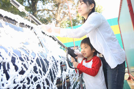 handwash: Mother and child to car wash