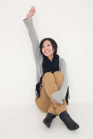 alzando la mano: Las mujeres que levantaron su mano Foto de archivo