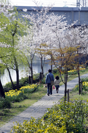 a faction: Parent and child walking the Uji River faction flow