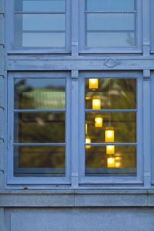県立図書館の窓