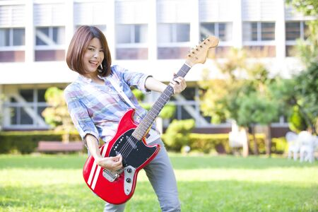 College girl with a guitar 版權商用圖片