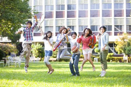 estudiantes universitarios: Las actividades del club a los estudiantes universitarios Foto de archivo