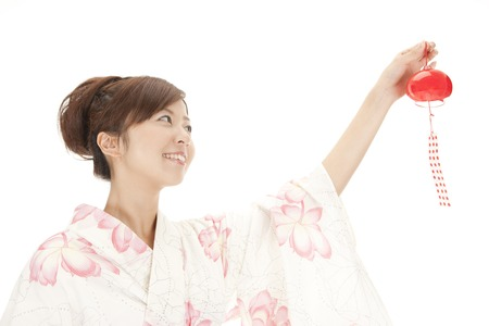chime: Yukata woman to attempt to install a wind chime