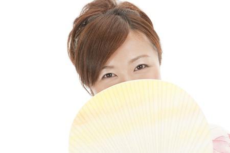 peep: Yukata women peep half the face with a fan