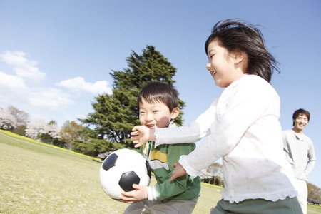 school football: Siblings to play with a ball