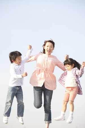 momma: Two mother and child to jump