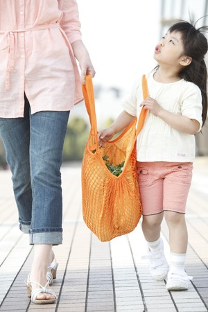 japanese children: Girl with eco bag with his mother