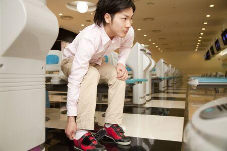 leisure wear: Men wear bowling shoes