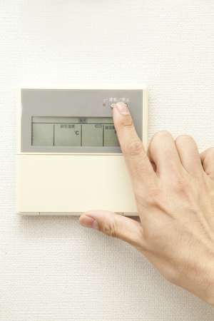 fingertips: Fingertips to press the air conditioning of power