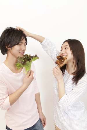 Herbivorous men eat meat-based girls and lettuce to eat bone-in meat