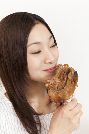 Carnivorous system girls eat the bone-in meat