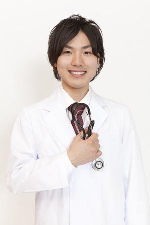 grasp: Doctor smiling Grasp the stethoscope