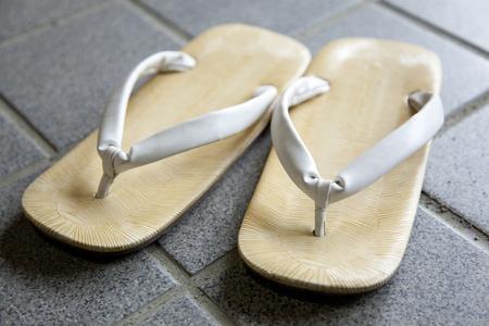 sandalias: sandalias de suela de cuero Foto de archivo
