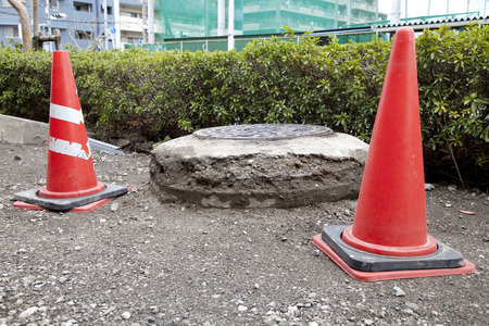 uplift: Manhole cover jumped by liquefaction