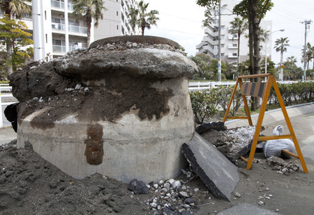 manhole cover: Manhole cover jumped by liquefaction