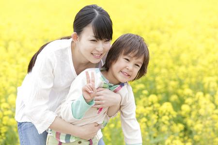 親と子の笑顔を