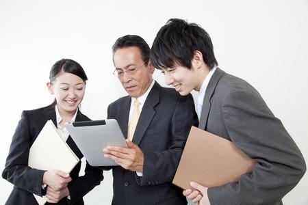 Hombre de negocios con un Tablet PC
