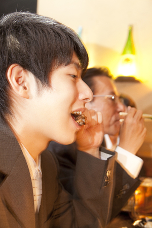 farewell party: Businessman to eat, drink in the tavern