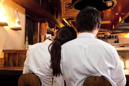 farewell party: Businesswoman to be leaning against the businessman of shoulder Stock Photo