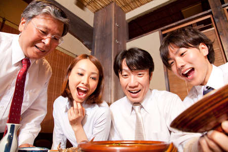 farewell party: Businessman surprised to open the lid of the pot