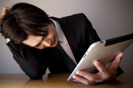 droop: Businessman to droop to see the tablet PC
