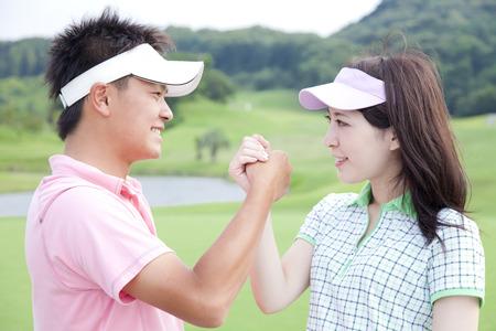 男性と女性の握手