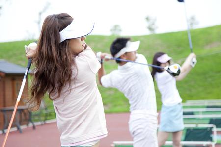 골프 연습에 여자
