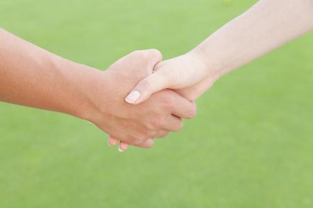 男性と女性の握手 写真素材 - 49288613