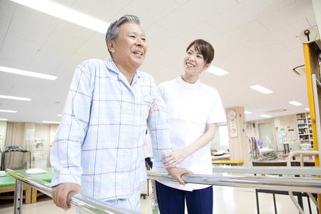 リハビリ患者とトレーナー 写真素材