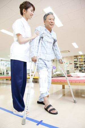 pacientes: Entrenador y los pacientes a rehabilitaci�n Foto de archivo