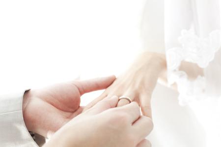 Brides get a ring on 版權商用圖片
